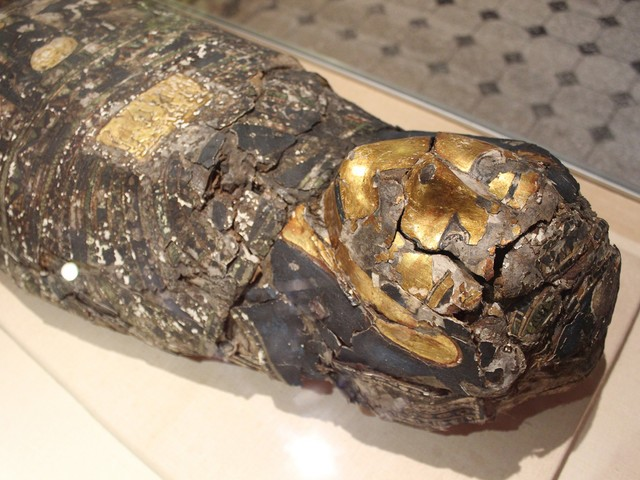 Ancient Egyptian mummies travel to Manchester for health check-up