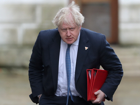 UK PM says Boris Johnson should apologise over burqa comments