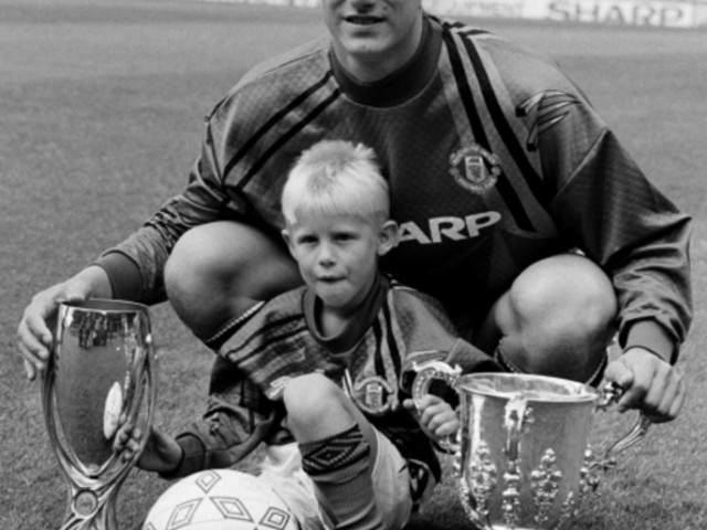 Premier League Dig Up Lovely Snippet Of Kasper Schmeichel And Tom Ince Playing Football Together As Kids In Old Trafford Corridor (Video)