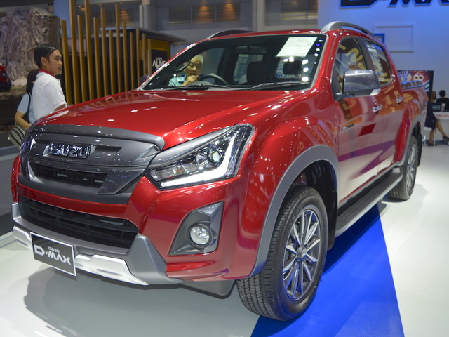2018 Isuzu D-Max V-Cross at 2017 Thai Motor Expo – Live
