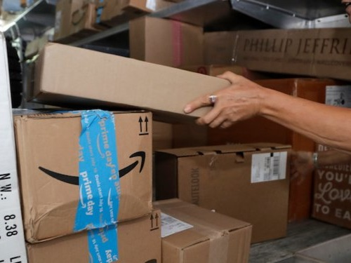 Amazon will give employees $10,000 and 3 months pay to set up their own delivery firm to help fulfill its one-day shipping promise