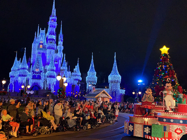 AllEars Pro Tips: How to Maximize Your Time at Mickey's Very Merry Christmas Party!