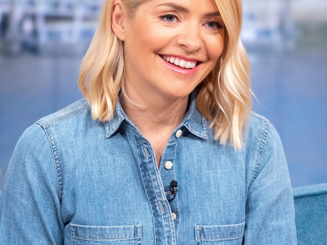 Holly Willoughby STUNS fans with 'gorgeous' snap from family holiday ahead of This Morning return