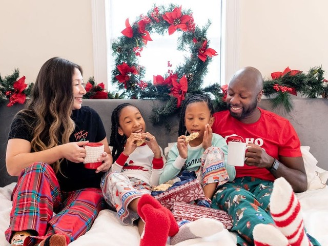 A family of 4 that travels year-round shares how they make staying home for the holidays feel like a vacation
