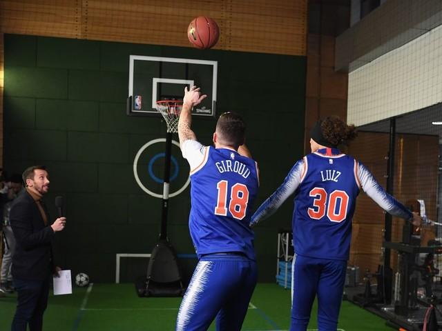 David Luiz and Olivier Giroud prove they're no good at basketball