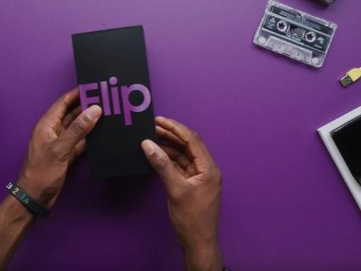 Samsung Galaxy Z Flip gets unboxed (Video)