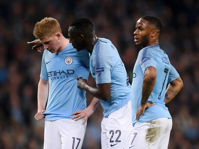 Man City players should not consider leaving, says Carragher, as Neville brands Uefa ban as 'wrong'