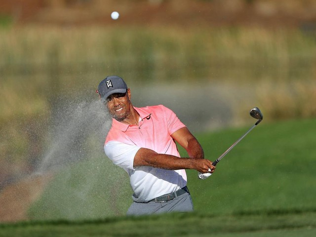 Tiger Woods in contention in low-scoring Honda Classic