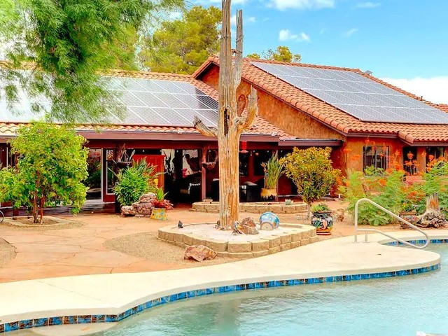 Escape to the desert with 15 remote homes on Airbnb across Texas, Utah, and the western US