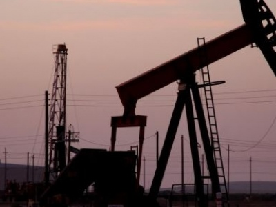 Oil Steady At $50 Amid Falling U.S. Oil Rig Count