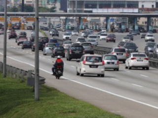 Traffic flow reportedly slow on major highways as at 3pm