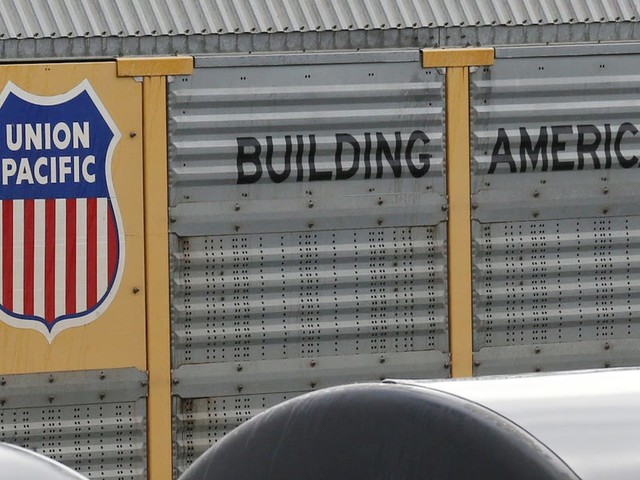 The US's largest railroad just had a terrible quarter and is cutting jobs because of Trump's trade war (UNP)
