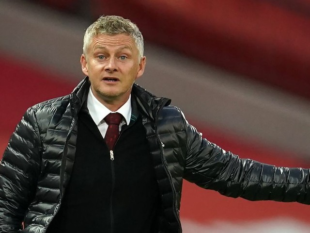 Man United evening headlines as Solskjaer hits back at VAR claims