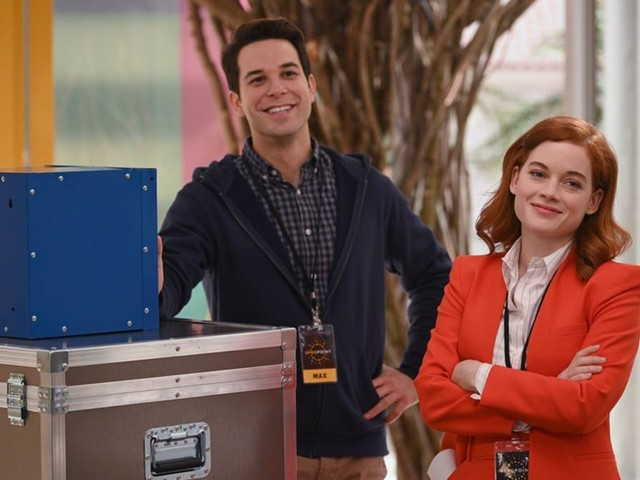 'Zoey's Extraordinary Playlist': Skylar Astin on Max and Zoey's Potential Future (Video)