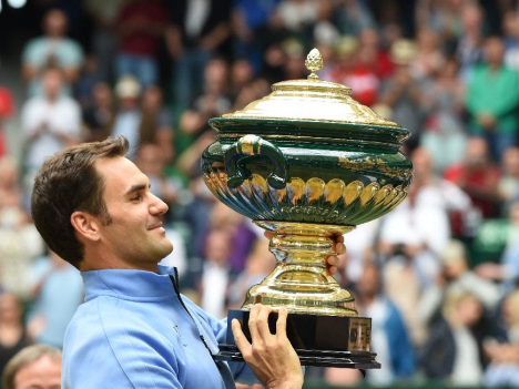 Federer buries 'doubts' with perfect Wimbledon boost
