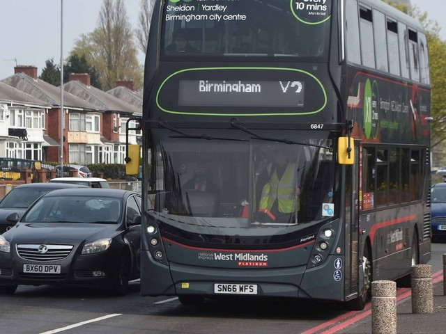 Jobs as Birmingham bus drivers up for grabs - what are the pay and hours?
