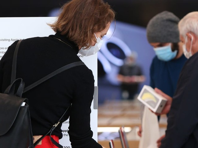 Apple is re-closing 30 more stores in the US as coronavirus cases have spiked across the country (AAPL)
