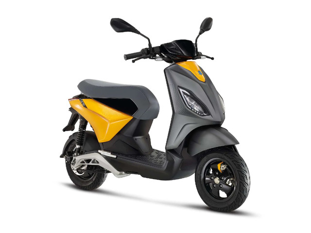 Piaggio One electric scooter unveiled