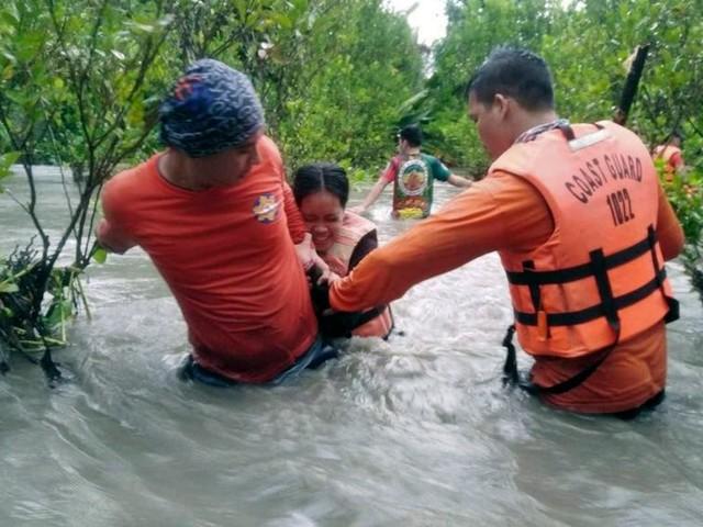 Monsoon rains flood Philippine villages, thousands evacuate
