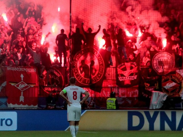 Spartak Moscow fans fire flare at referee during Champions League clash with Maribor