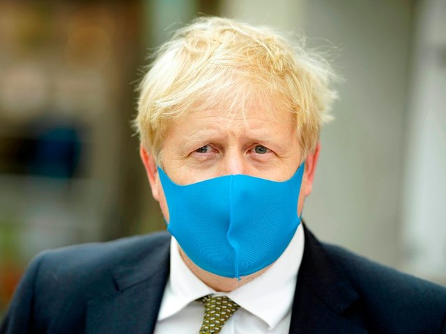 Boris Johnson to make facemasks compulsory in shops and 'confined spaces'