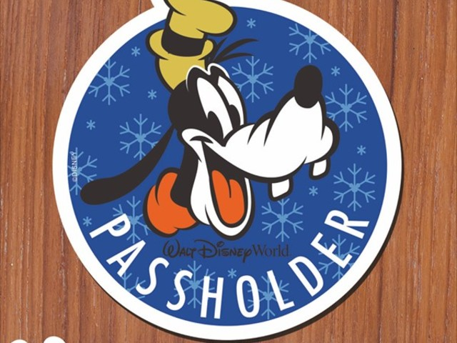 Passholders! New Goofy Magnet, Cookies and More at Festival of the Holidays!