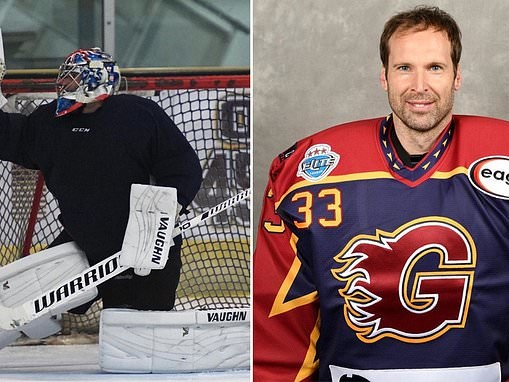 Back between the sticks… only this time it's an ice hockey goal Petr Cech is protecting