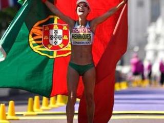 Henriques sets world record in women's 50-kilometer walk