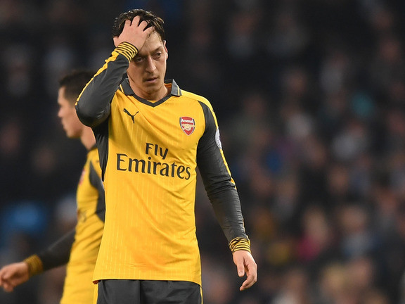 Sky Sports pundit suggests drastic measure to address Özil conundrum