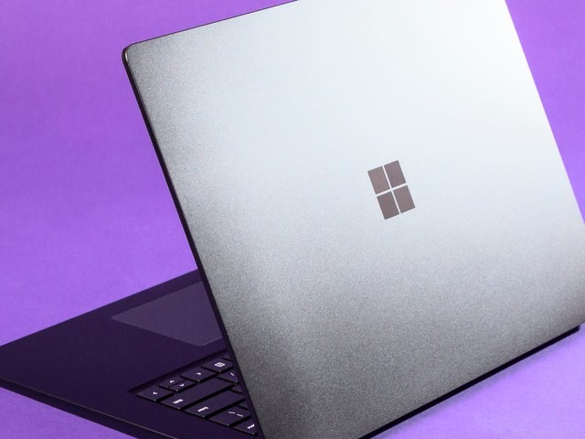 How to test your microphone on a Windows 10 computer, and make sure your PC is using the right input