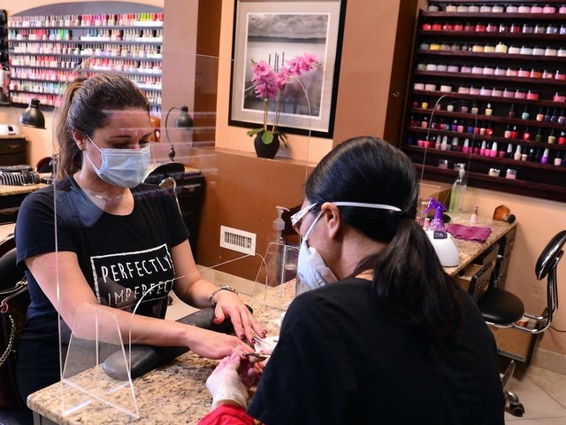 May consumer confidence tops estimates as the US unwinds economic shutdowns