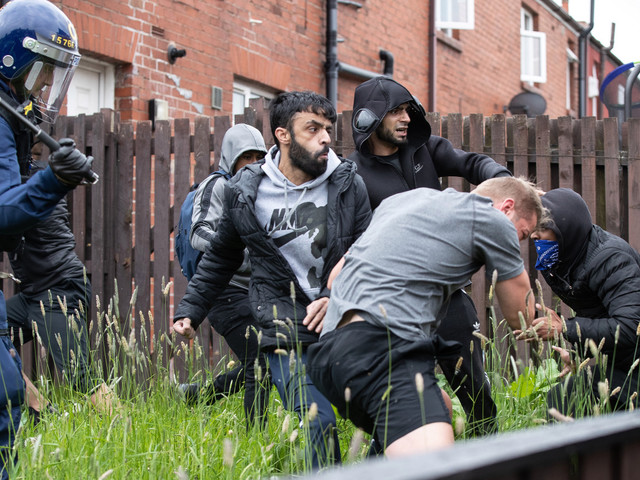 Tommy Robinson rally erupts in violence as 'bricks and eggs thrown into crowd'