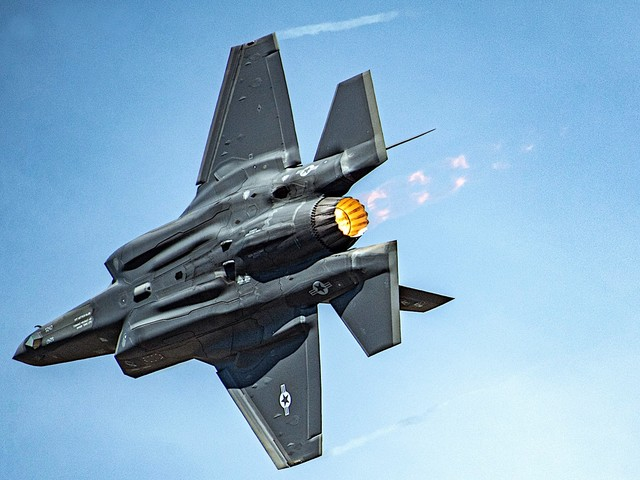 F-35 Lightning Shows Six-Pack Abs During Extreme Banking Maneuver