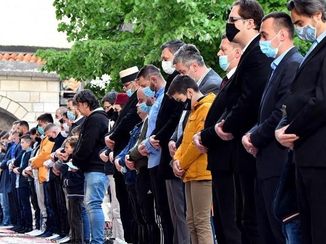Muslims mark grim Eid in shadow of Israel-Palestinian crisis