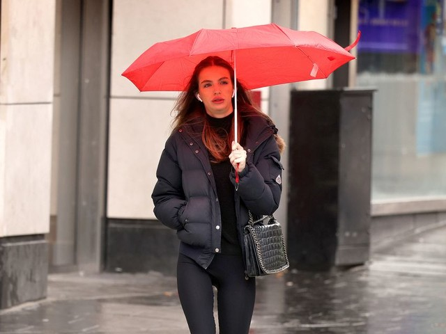 UK weather: Heavy rain and 69mph winds as Brits to be hit by colder temperatures