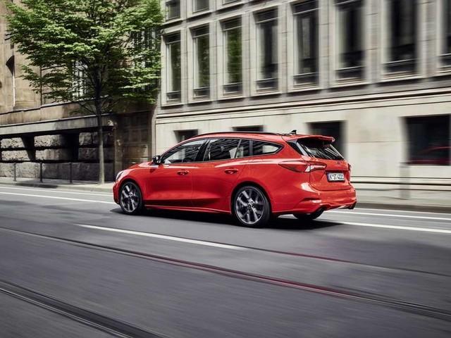 New Ford Focus ST estate revealed