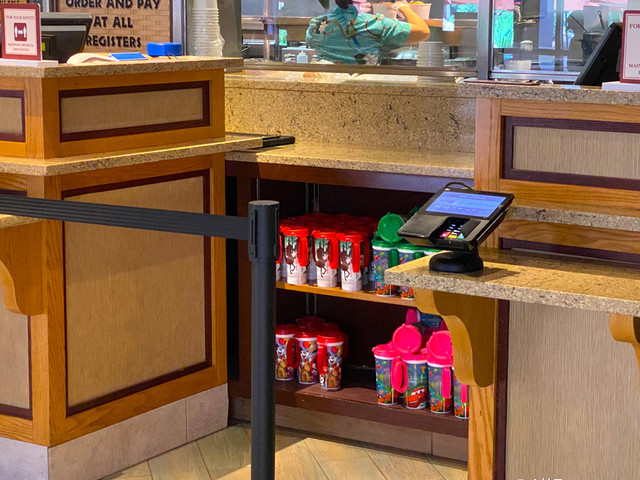 Holiday Refillable Mugs Have Returned to Disney World!