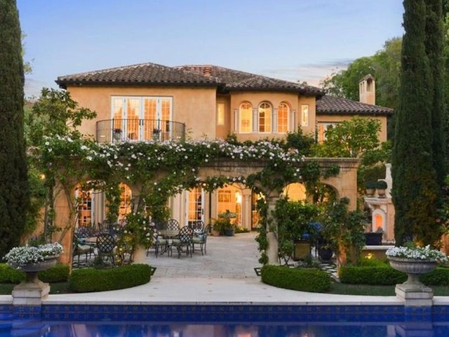 No one wants to buy this $16.8 million Silicon Valley mansion in the Palo Alto neighborhood where Facebook CEO Mark Zuckerberg lives — take a look inside