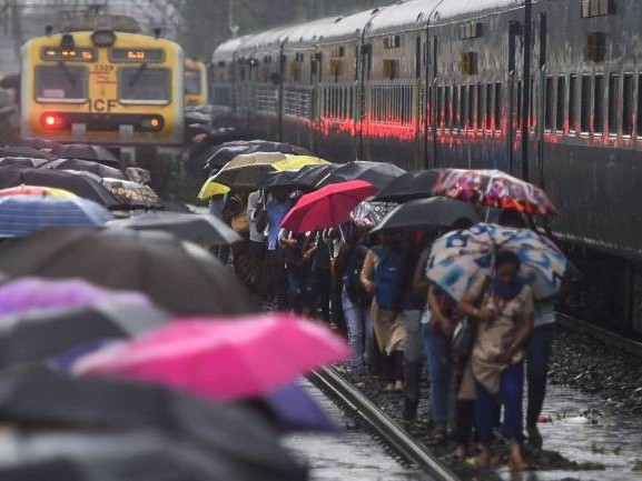 Mumbai rains | IMD issues red alert for Mumbai, Thane for September 19: Report