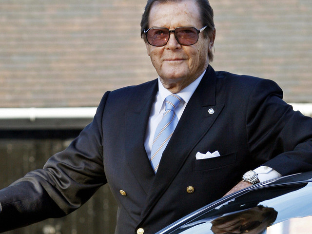 Sir Roger Moore Dead: 'James Bond' Actors Sean Connery And Daniel Craig Pay Tribute