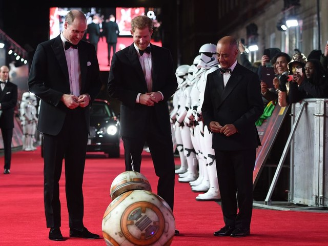 BB-8 bows to Princes William and Harry, and all they did was laugh at him