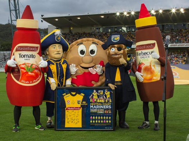 A-League: Central Coast Mariners' Barbecue Sauce Mascot Given Official Warning After Middle Finger Salute To Opposing Fans (Video)