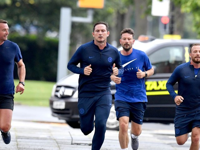 Frank Lampard and Chelsea staff enjoy pre-match run ahead of Manchester United bow