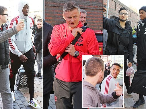 Manchester United stars mobbed by fans as they take train to London