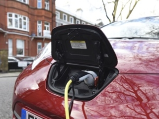 Electric and hybrid vehicle sales reach new UK market share record