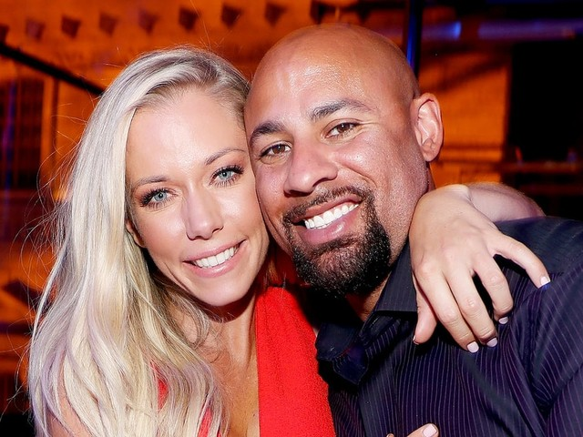 Kendra Wilkinson Spends Eighth Anniversary to Husband Hank Baskett in Hospital