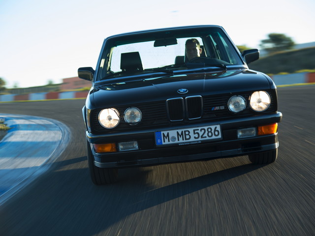 Photoshoot with the iconic BMW E28 M5