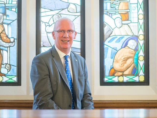 University vice-chancellor to step down from post