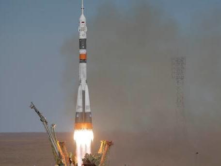 Astronauts make emergency landing after booster rocket fails