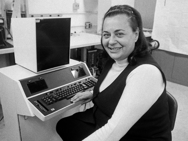 Evelyn Berezin, 93, Dies; Built the First True Word Processor - New York Times